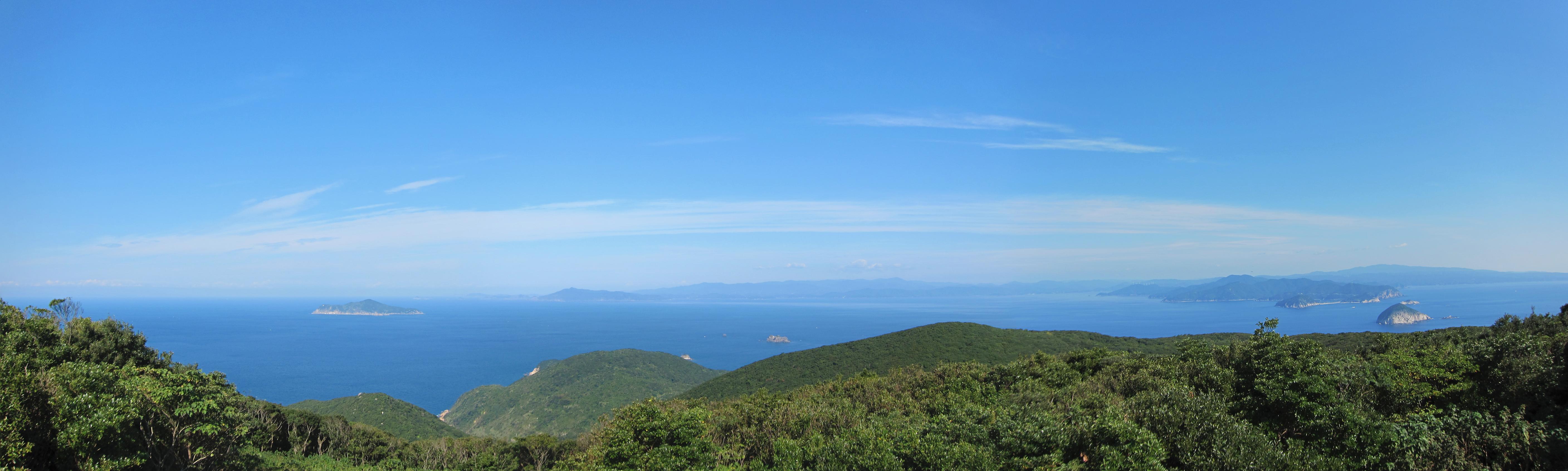 沖の島山頂からみた四国